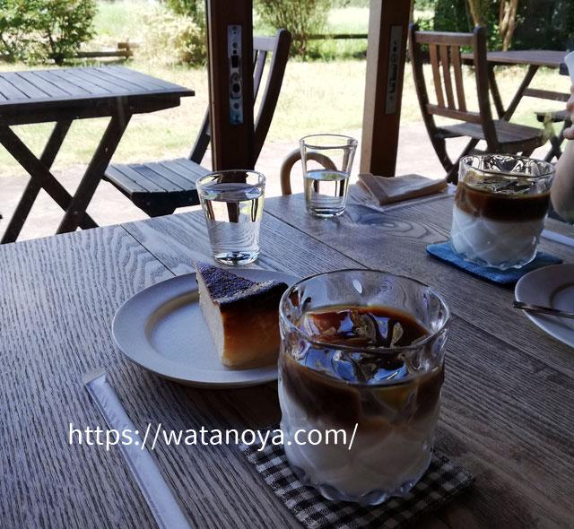 コロナ禍の真夏のカフェ