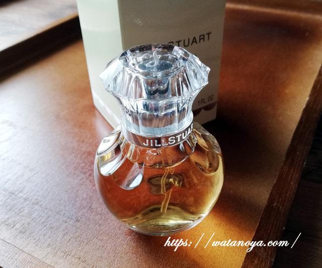 秋冬はジルスチュアートのヴァニララストの香水